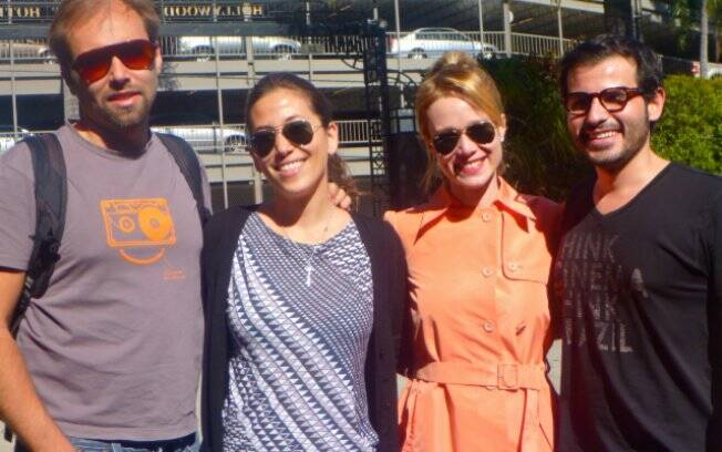 Ao chegar no lendário Hotel Roossevelt, atriz foi recepcionada pelos amigos Marcus Baldini, Michelle Matsumoto e Guilherme Tremedocio