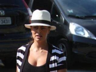 Juliana Paes foi uma das que desfilou de chapéu