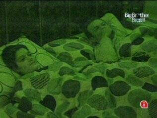 Daniel e Talula especulam sobre quem deve permanecer na casa, e acreditam em Janaina