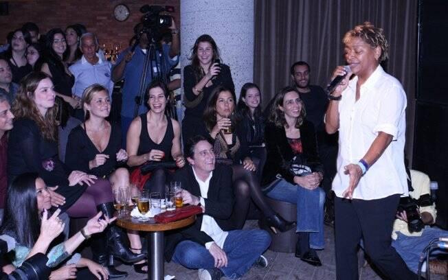 Martnália canta pertinho do público, que estava bem à vontade