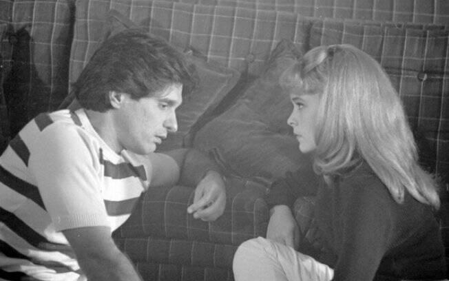 Heloísa resolve perder a virgindade com seu professor de violão (Thales Pan Chacon)