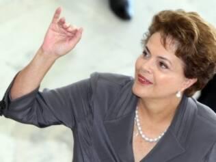 Dilma aparece em primeiro compromisso externo desde o diagnóstico de pneumonia