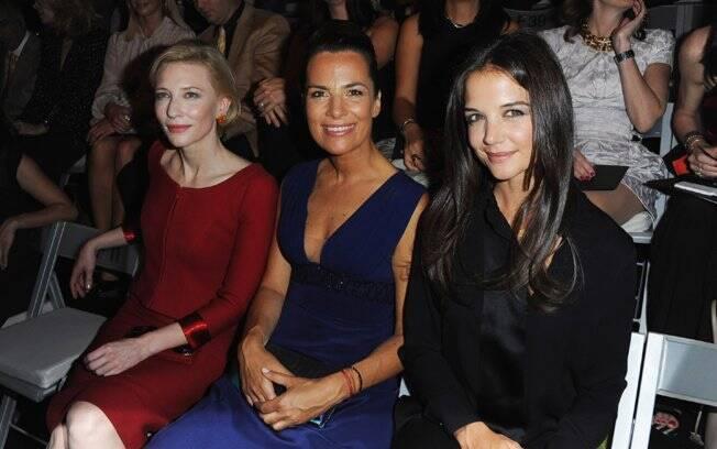 Cate Blanchett e Katie Holmes sentaram ao lado de Roberta Armani, sobrinha do estilista