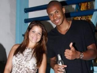 Samara Felippo e Leandrinho curtem noite na quadra da Vila Isabel