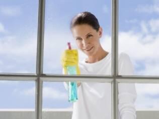 Use apenas detergente neutro diluído em água e esponja macia