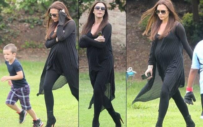 Victoria Beckham: salto algo no gramado