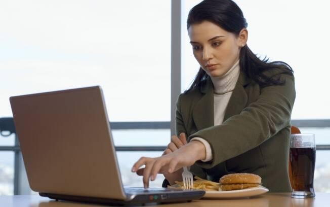 Saiba qual é a influência do trabalho, da violência, da indústria e dos amigos na obesidade