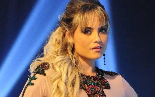 Ellen Roche é Valéria, a partner de Herculano