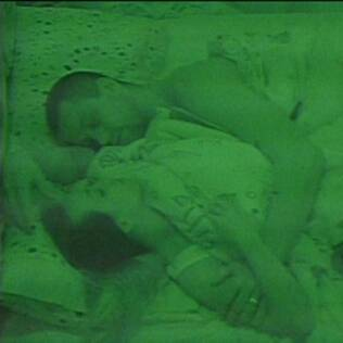 Diogo e Michelly dormem juntinhos