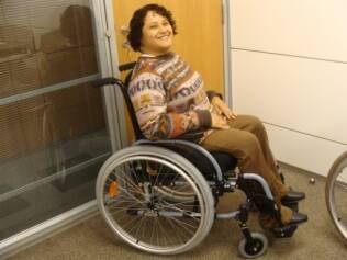 Diva Salinas, 40 anos, é deficiente física e critica a falta de opções confortáveis para esse segmento