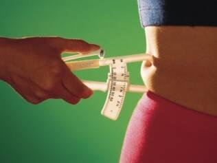 Gordura abdominal aumenta o risco de gordura no fígado