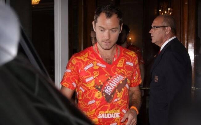 Jude Law deixa o hotel