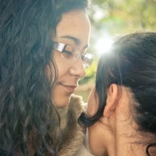 Dayara e sua irmã, no dia em que conseguiu a guarda provisória da caçula