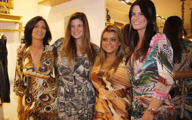 Cristiana Oliveira ao lado de Preta Gil, Luiza Brunet e Angelita Feijó