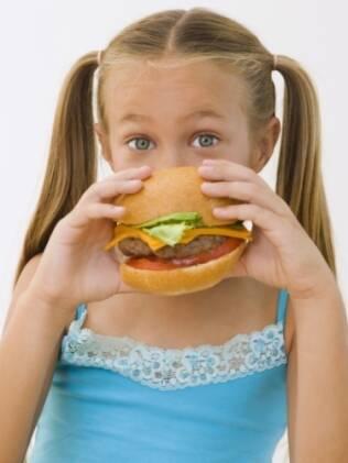 Crianças comem menos nutrientes, estão mais obesas mas com falta de vitaminas importantes no organismo