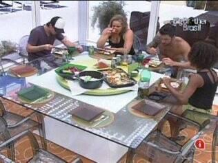 Brothers almoçam no Lado A