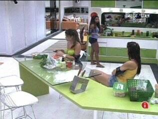 Jaque e Talula discutem sobre postura de Daniel, Maria só escuta