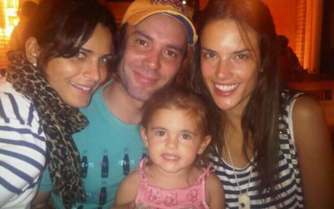 Fernanda Motta, Matheus Mazzafera, Alessandra Ambrosio e a pequena Anja em Floripa