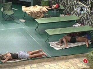 Em noite de surpresa com a volta do Acampamento, todos os confinados dormem no BBB