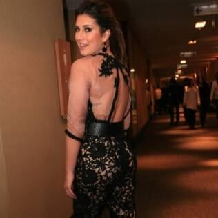 Fernanda Paes Leme deixa à mostra a tatuagem nas costas