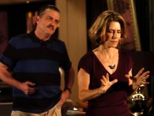 Maitê Proença discute com o marido traído em cena da novela
