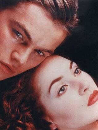 Leonardo DiCaprio e Kate Winslet no filme Titanic