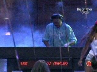 DJ Malboro anima a festa do reality
