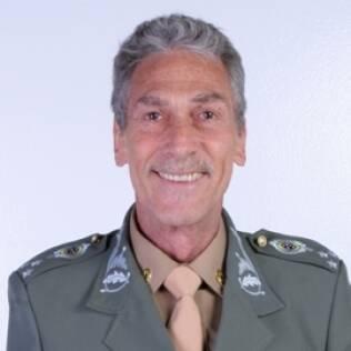 Reinaldo Gonzaga é o general Lobo Guerra