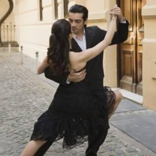 Casal dança tango