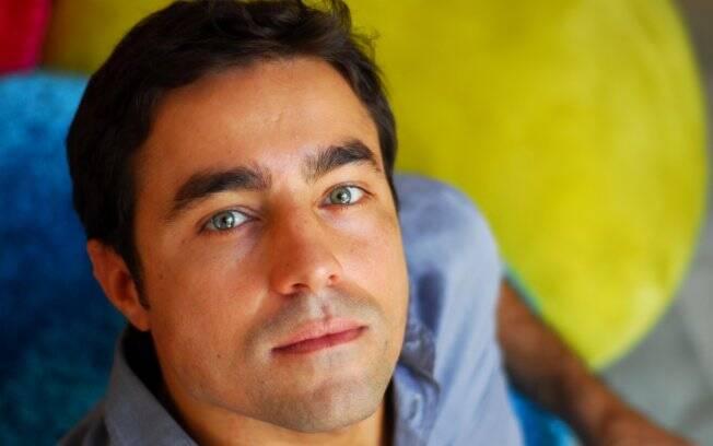 Ator assinou contrato de 4 anos com a TV Globo
