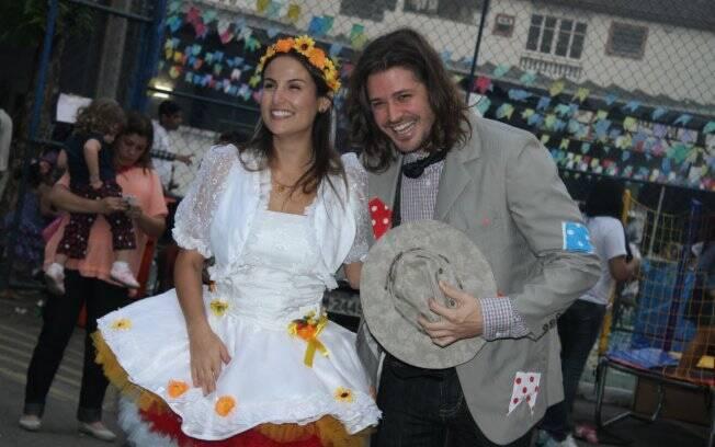 Ursula Corona e Dado Dolabella em arraial beneficente