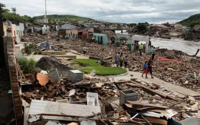 Resultado de imagem para enchentes pe