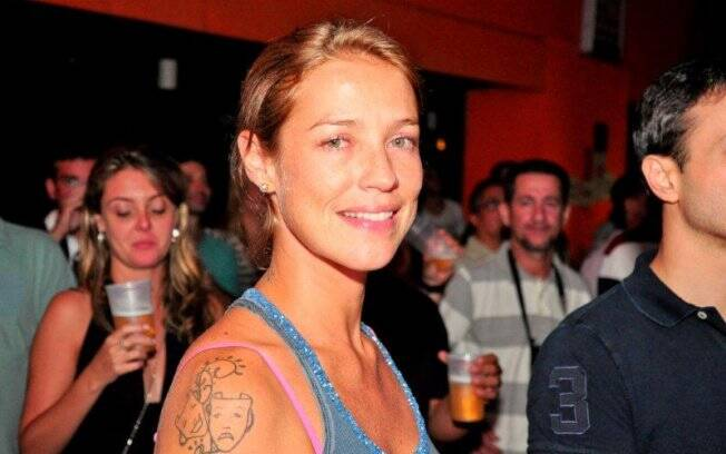 Luana Piovani assiste festival de música carioca