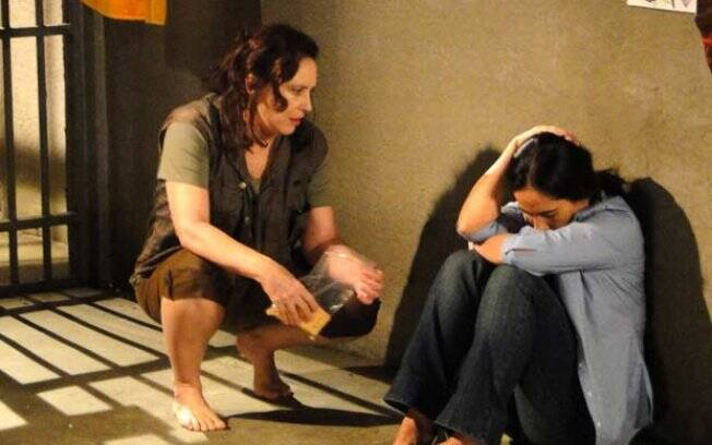Norma é humilhada por Léo e presa em flagrante