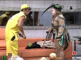 Paulinha e Maurício cumprem Castigo do Monstro