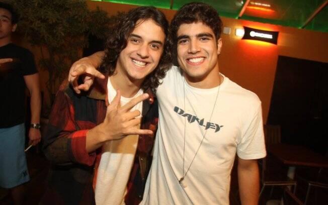 Caio Castro com o ator Guilherme Boury