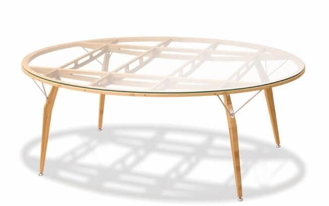 Mesa Demosellede feita totalmente em multilaminado de bambu e com inspiração nas aeronaves de Santos Dummont. Designer: Paulo Roberto Ceschin Foggiato