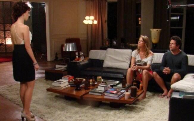 Clarisse exige que Pedro comprove a existência de Amanda