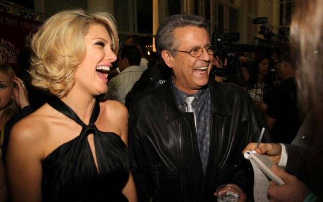 Antonia Fontenelle e Marcos Paulo: sorrisos enquanto conversavam com jornalistas
