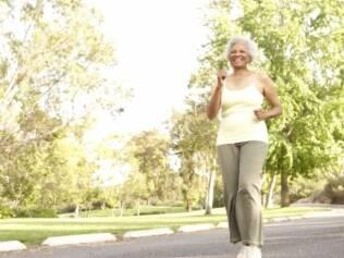Exercícios ajudam mulheres idosas com diabetes a controlar a doença