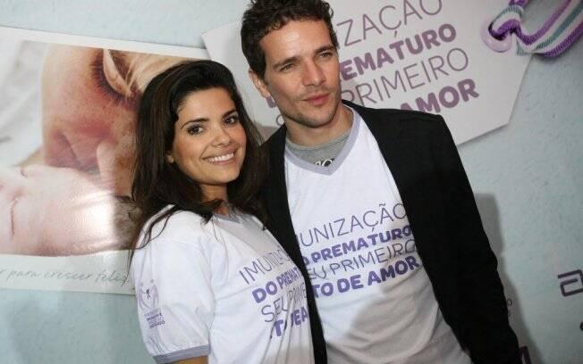 Vanessa Giácomo e Daniel de Oliveira vestem a camisa Imunização do Prematuro: Seu Primeiro Ato de Amor