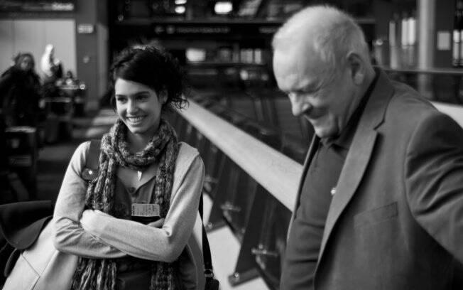 Maria Flor e Anthony Hopkins em filmagem de