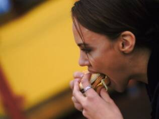 Além dos hábitos de vida, como alimentação rica em gorduras, os hormônios também podem influir nas taxas de colesterol