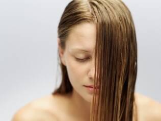 O cabelo cresce um centímetro por mês