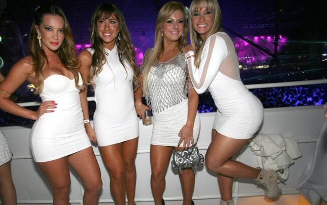 As beldades Lidia Barbieri, assistente de palco do Melhor do Brasil, a ex BBB Jaque Khury, Débora Albuquerque, do Legendários, e Juju Panicat, do Pânico na TV!.