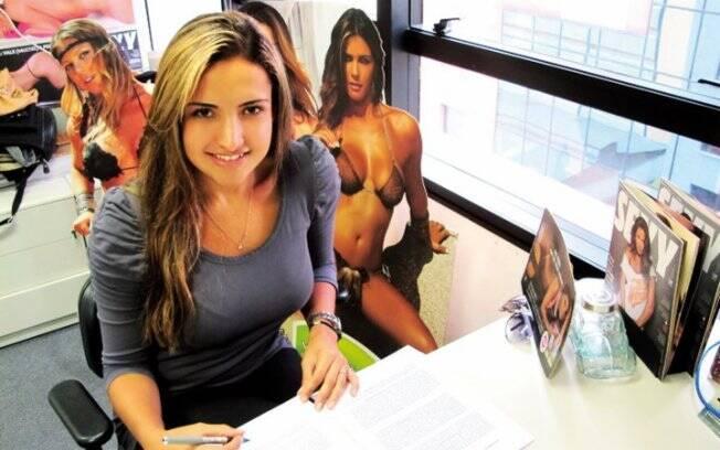 Natália assina contrato com a Sexy