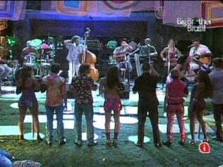 Evandro Mesquita e a banda The Fabulous Tab animam a Festa Anos 70