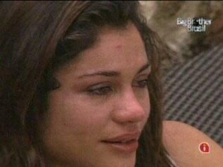 Maria não consegue conter as lágrimas ao se recordar do apoio que Talula deu a ela, durante o confinamento