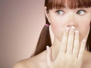 A menarca é um dos últimos processos da puberdade. Mães devem conversar com as filhas sobre o que está acontecendo com o corpo delas em vez de tentar adiá-la
