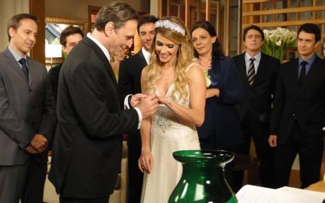 Cortez e Natalie se casam em cerimônia íntima